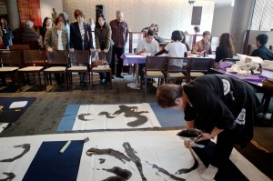 A DAY OF MUSIC AND ARTS — Calligraphy was among the arts presented Oct. 1 at Yoshi's Jazz Club and Japanese Restaurant in San Francisco. photo by Noriko Shiota/Nichi Bei Weekly