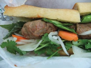 Banh mi with pickles2