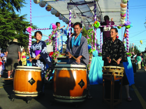 "San Jose Taiko playing ""Ei Ja Nai Ka"" at Bon Odori. photo by Pear Urushima"