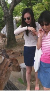 Annie and Twila with Nara bowing deer. photo courtesy of Andy Noguchi