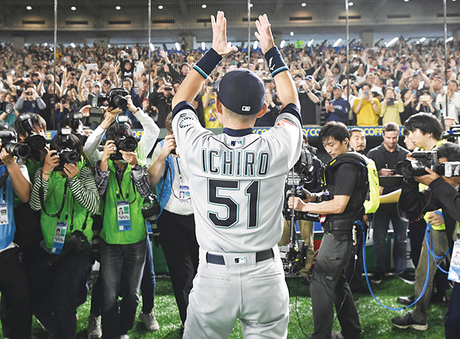 Ichiro announces retirement, sent off with ovation