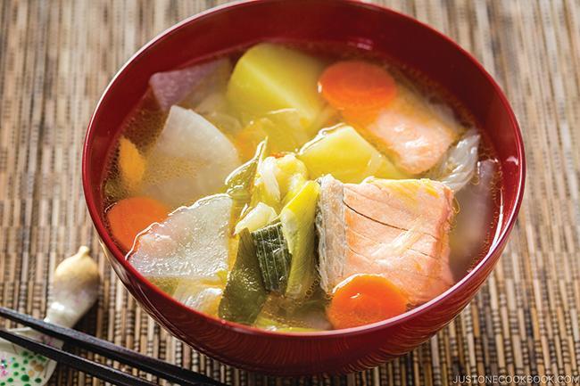 Sanpeijiru (Japanese salmon soup) 三平汁